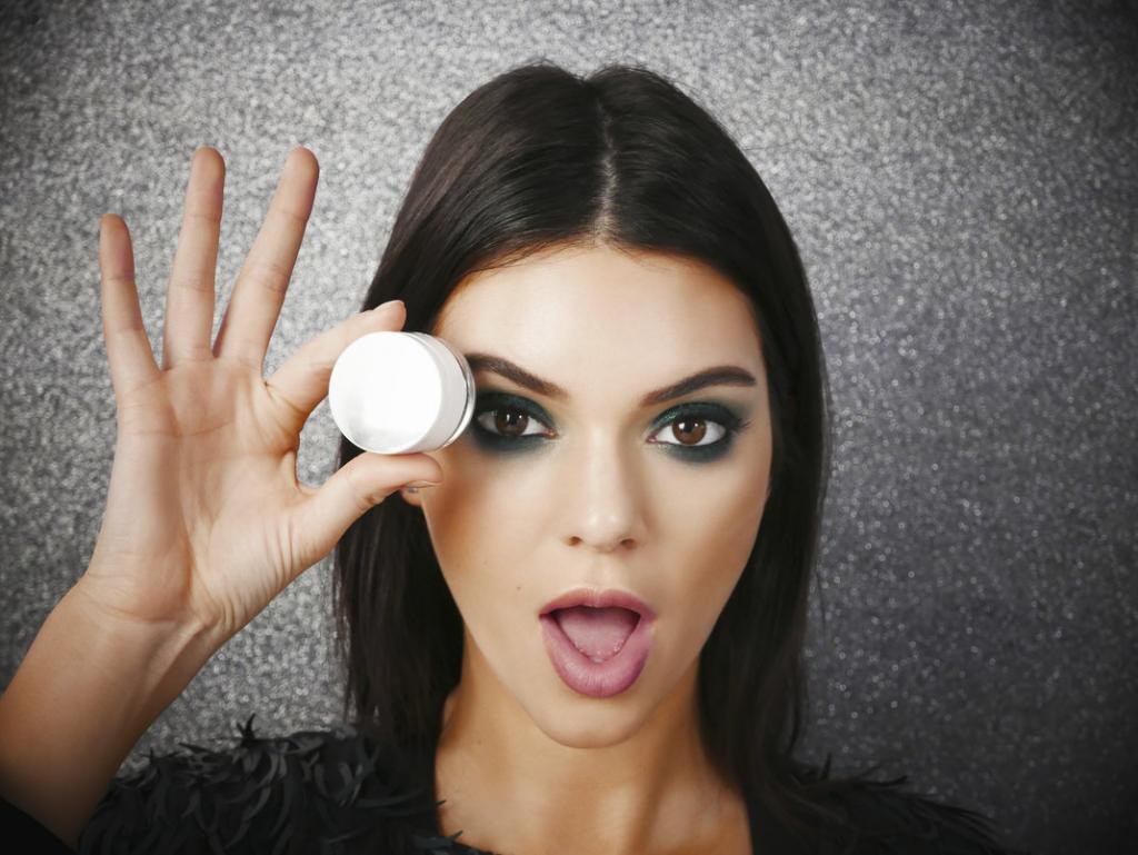 Наносить макияж при неправильном освещении: ошибки макияжа, которые все совершают, и советы визажиста, как их исправить