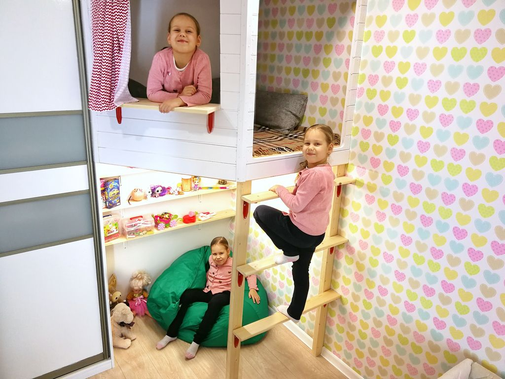 Прекрасный способ обустроить угол в детской: делаем двухъярусный домик своими руками