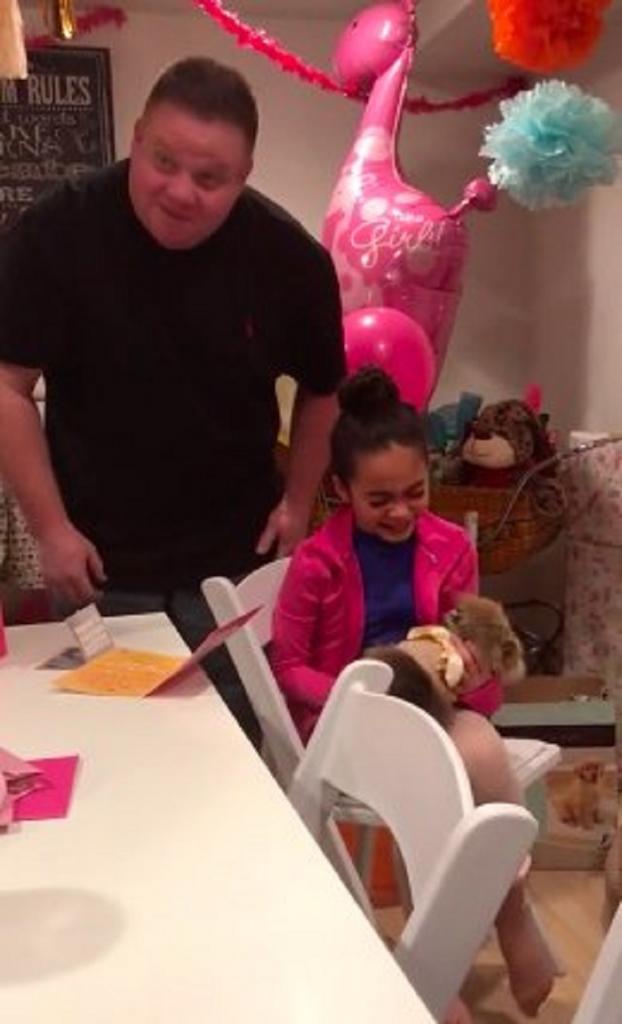 Девочка больше всего на свете хотела пушистого друга: родители осуществили ее мечту в день рождения
