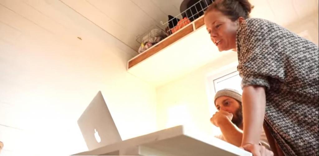 Супружеская пара из Канады за 40 дней построила дом: фото интерьера