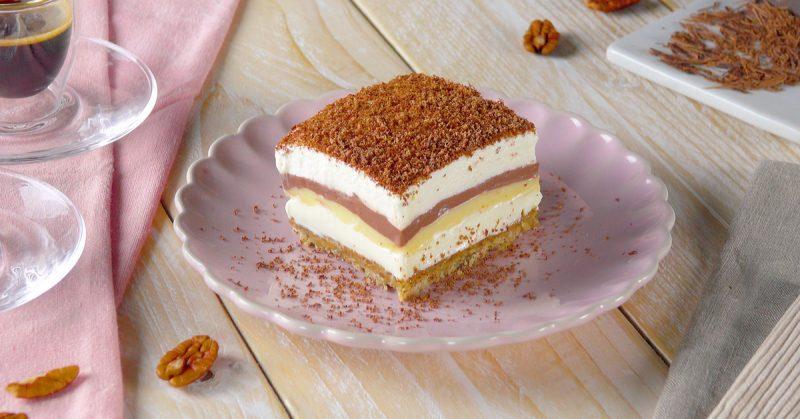 Тает во рту: рецепт слоеного торта-пудинга с грецкими орехами и взбитыми сливками