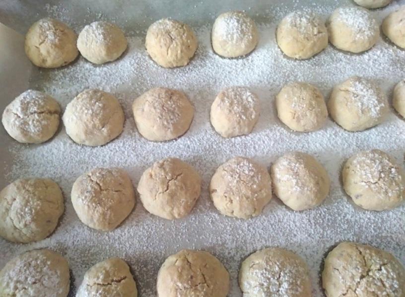 Арахисовые пуфы разлетаются со стола еще горячими. Ароматные печеньки прекрасно сочетаются с чаем, кофе и молоком: рецепт