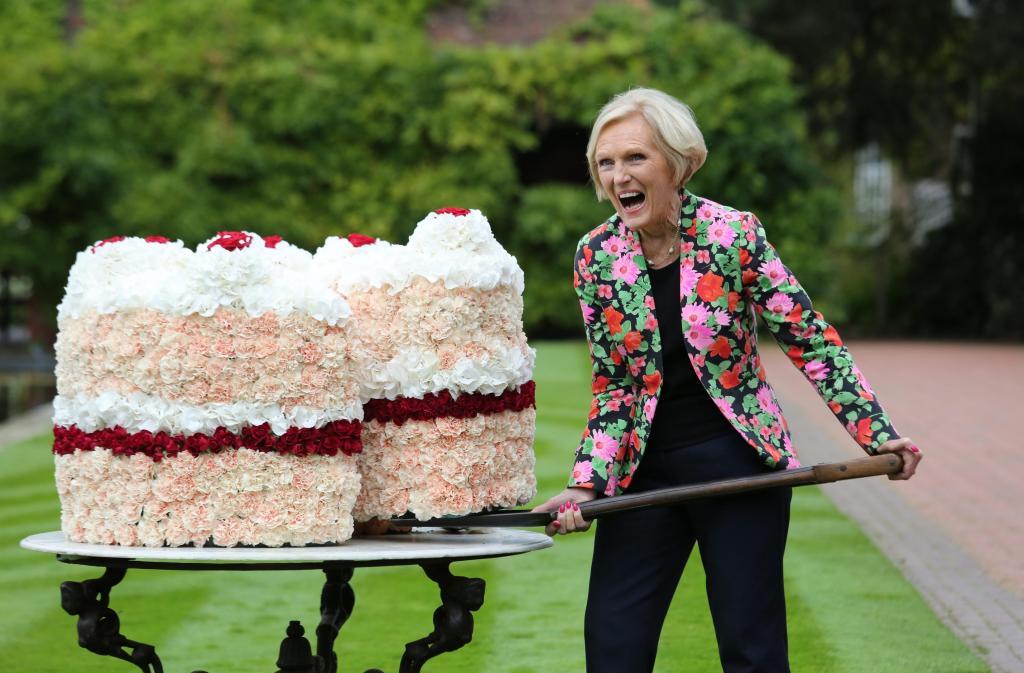 Мэри Берри исполнилось 84 года, и она не разу не заказывала еду на вынос. Женщина утверждает, что люди могут обойтись и без этой