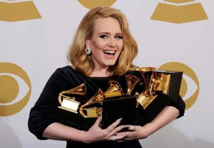 Агент Адель намекнул, что певица готовится выпустить четвертый альбом