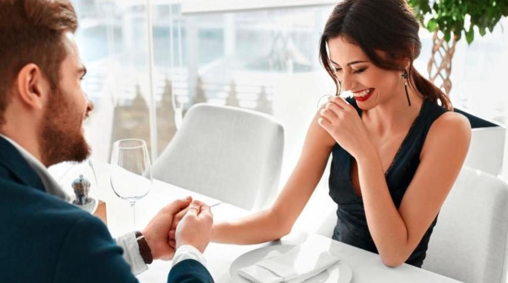 Насколько вы романтичны: астрологи рассказали, как ухаживает за партнером каждый из знаков зодиака