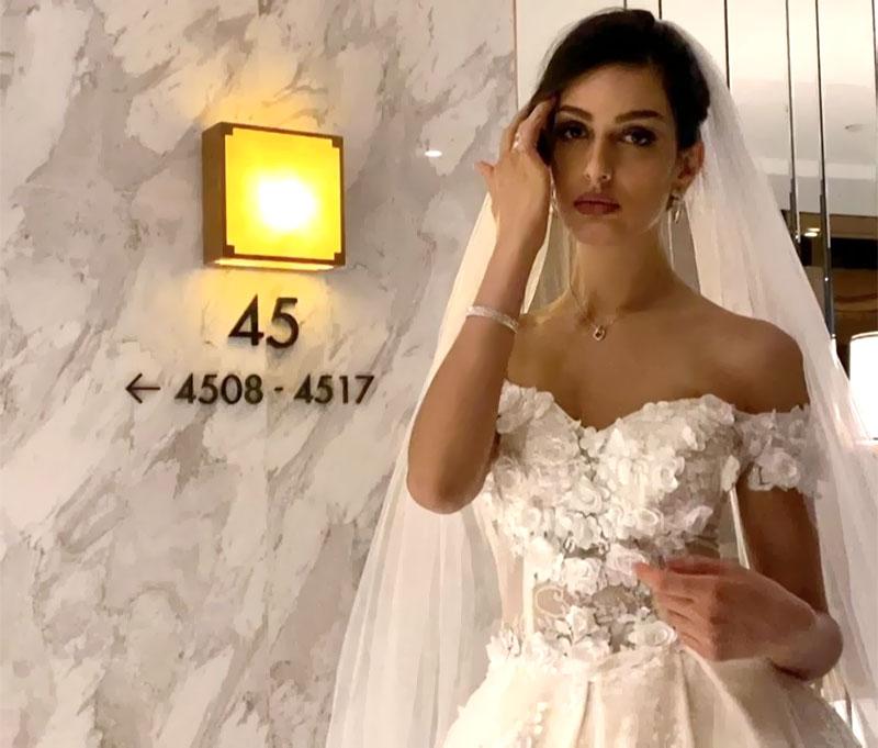 Снова замуж? Бывшая жена короля Малайзии надела свадебное платье