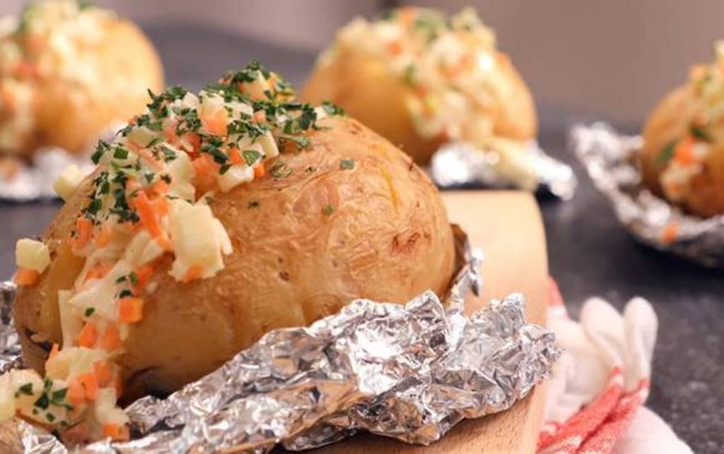Обычный картофель в мундирах больше не готовлю: его затмил рецепт с овощной начинкой