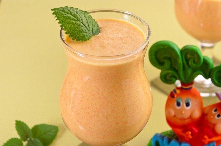 Знакомый стоматолог посоветовал очень действенный молочно-морковный коктейль для укрепления эмали зубов