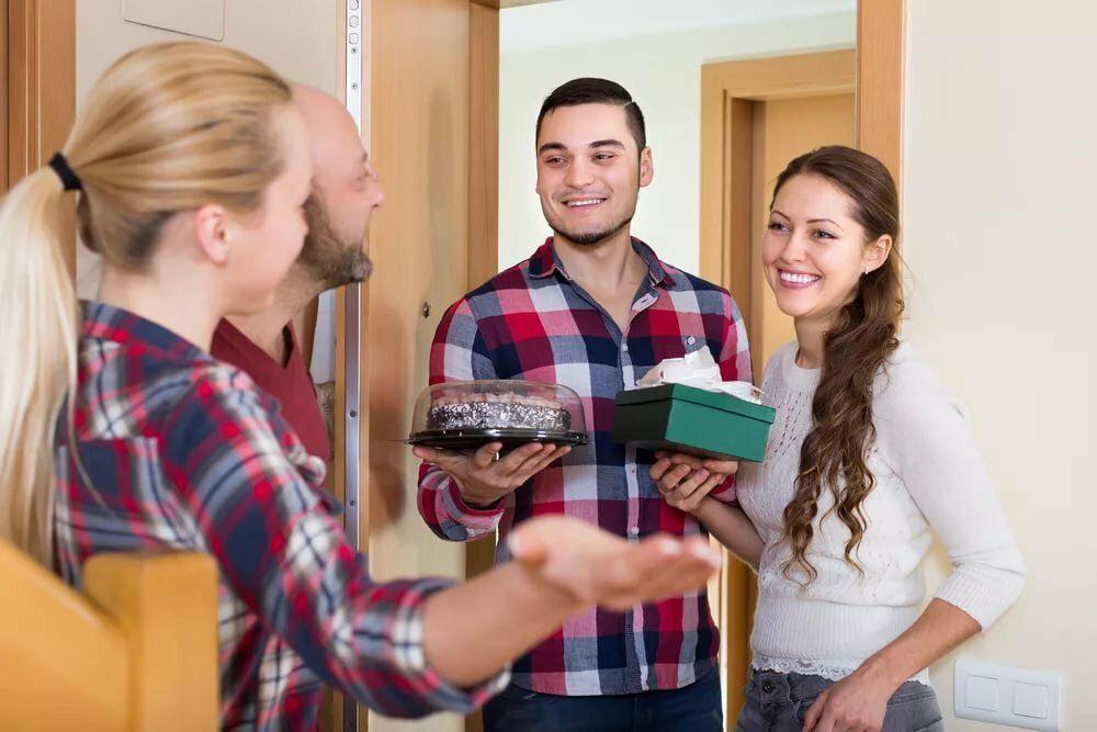Критики, советники, всезнайки: эксперты рассказали, какой тип людей не стоит приглашать в гости
