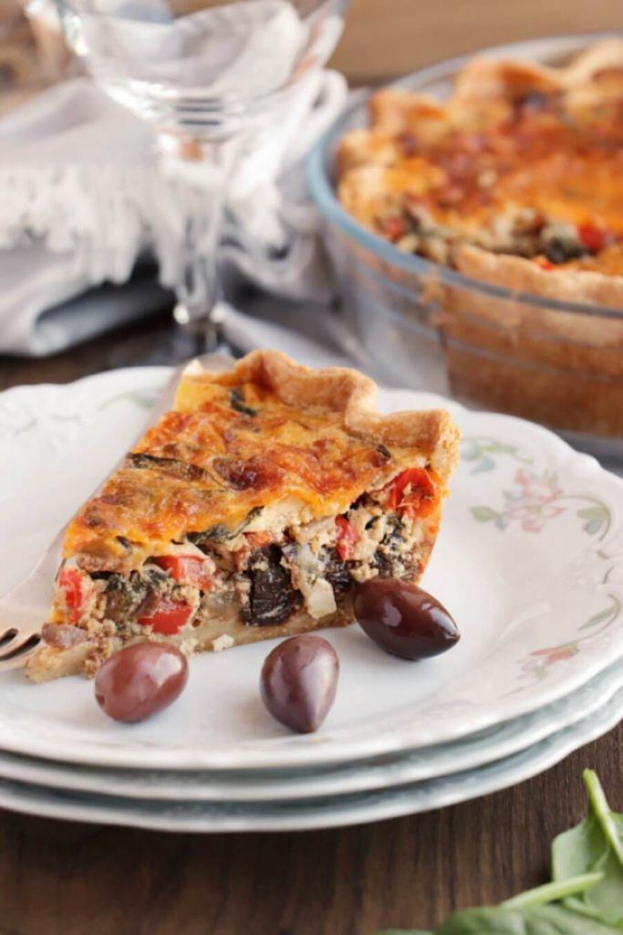 Средиземноморский пирог с оливками и овощами. Очень вкусное блюдо греческой кухни