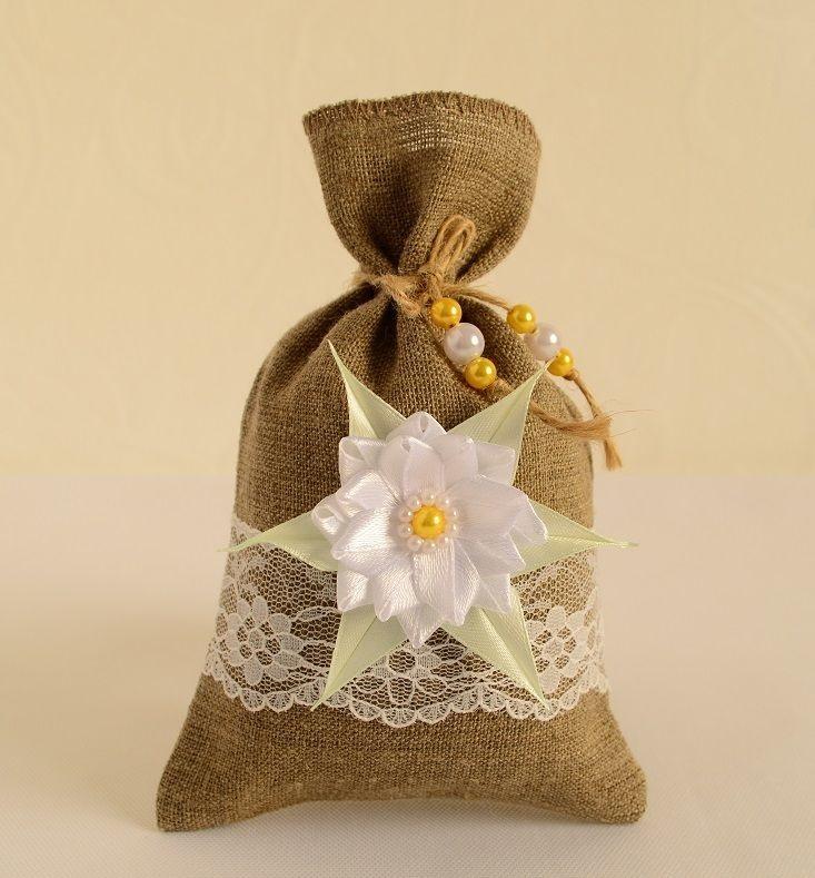 Свечи, обувь и цветы: 7 подарков, которые привлекают счастье и благополучие в дом