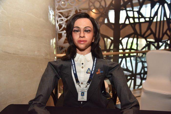 В Индии собираются отправить в космос робота-женщину в рамках беспилотной миссии