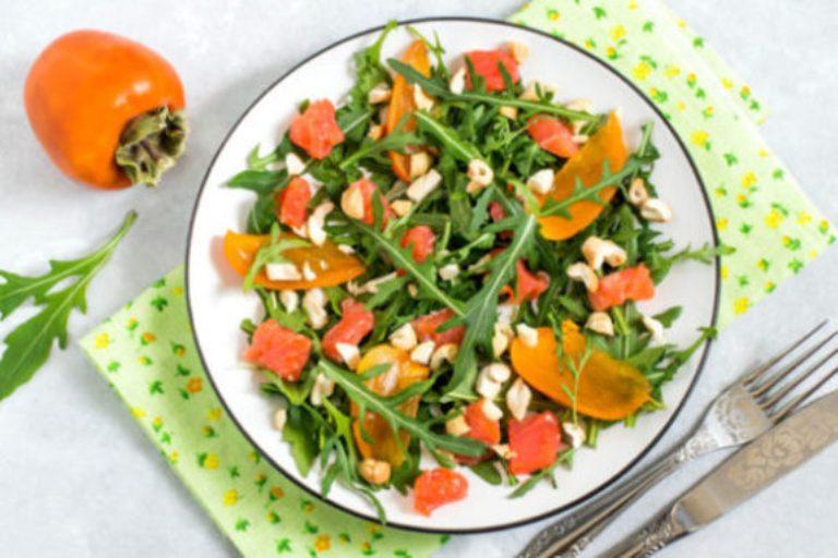 Оригинальный витаминный салат с красной рыбой и хурмой. Вкусно и полезно
