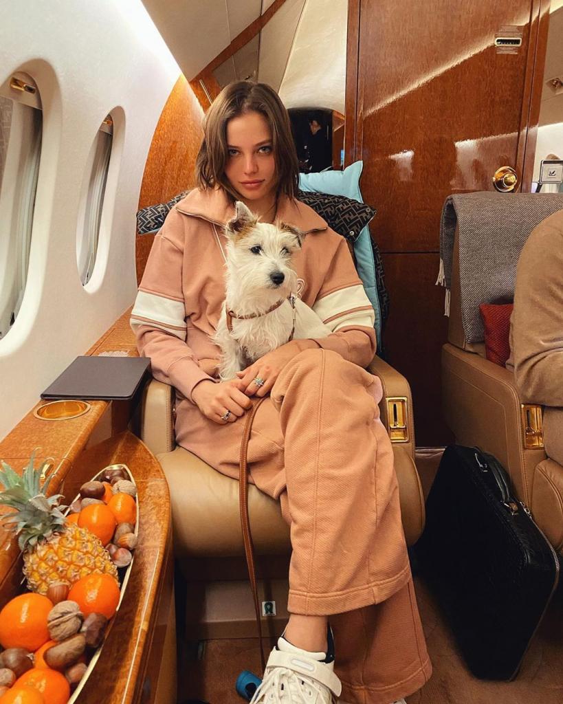 Алеся Кафельникова скоро выйдет замуж за таинственного блондина