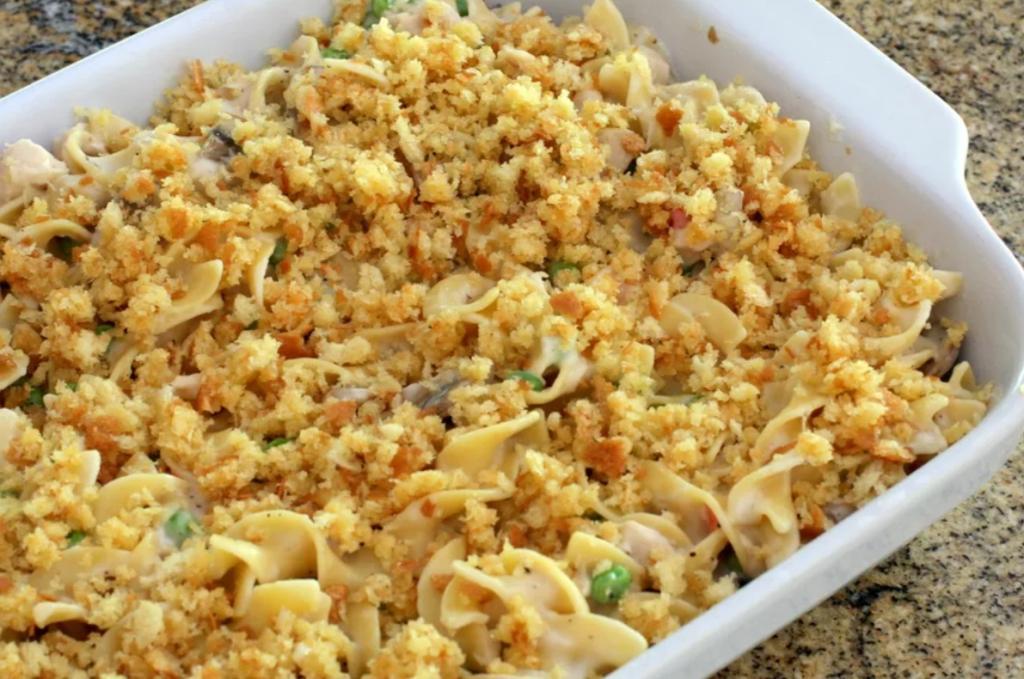 Приготовила необычную запеканку с макаронами, грибами и тунцом: готовится просто, на вкус - объедение