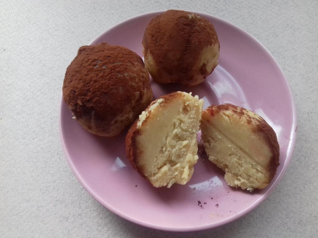 Нашла в старой записной книжке рецепт десерта из времен СССР, когда все было дефицитом: шарики из жареной муки