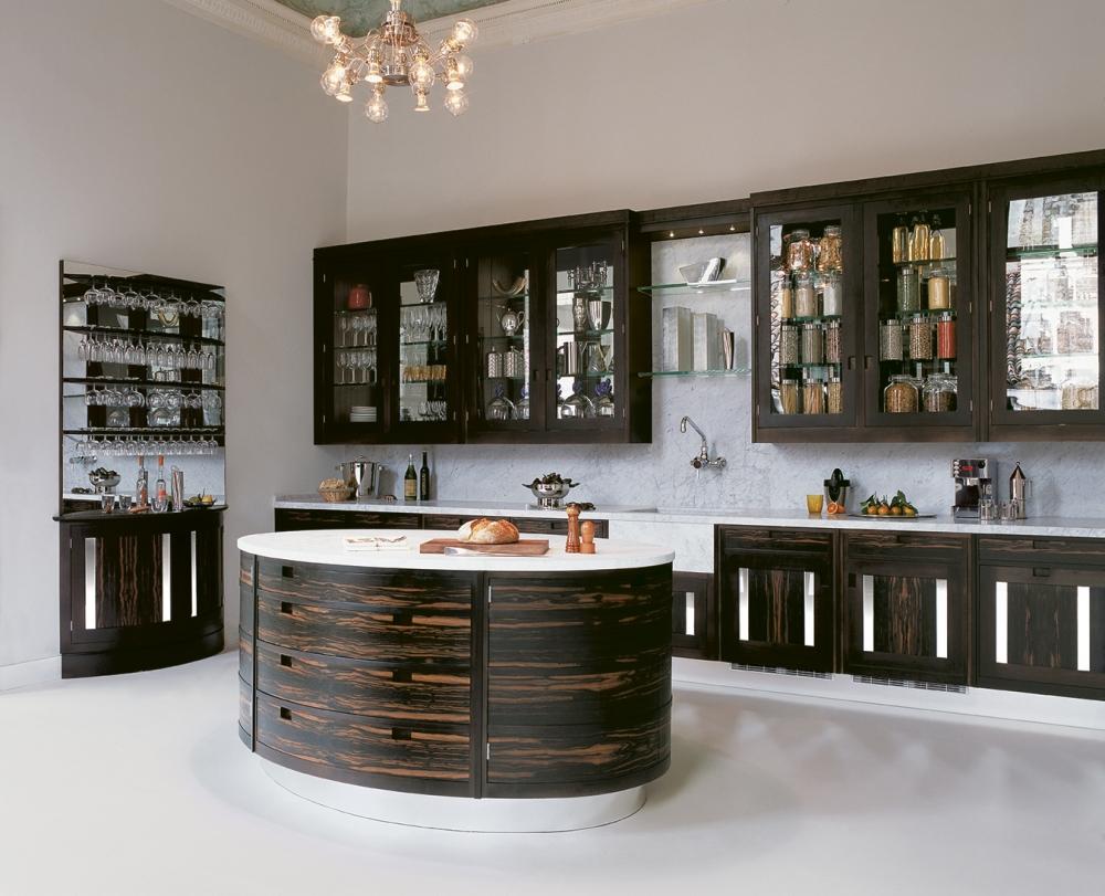 Овальная элегантность и мягкие переходы: варианты кухонной мебели без жестких линий и острых углов