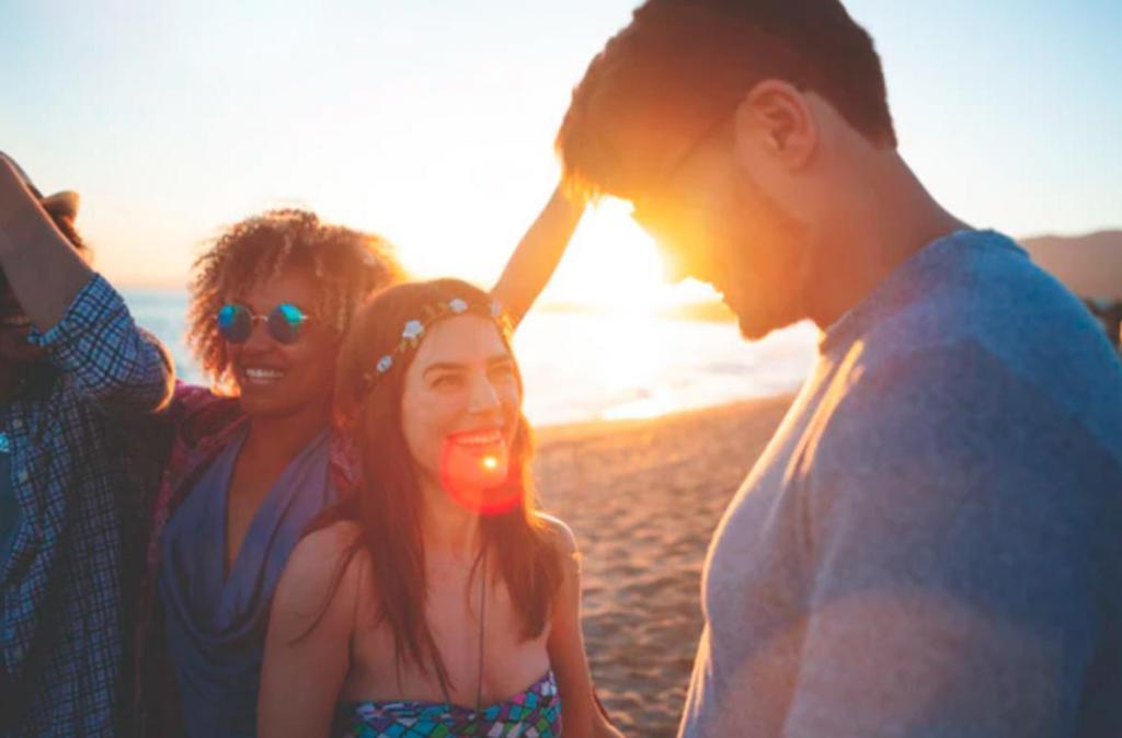 Противоположности притягиваются: 4 знака зодиака, с которыми нужно встречаться, если вы - интроверт