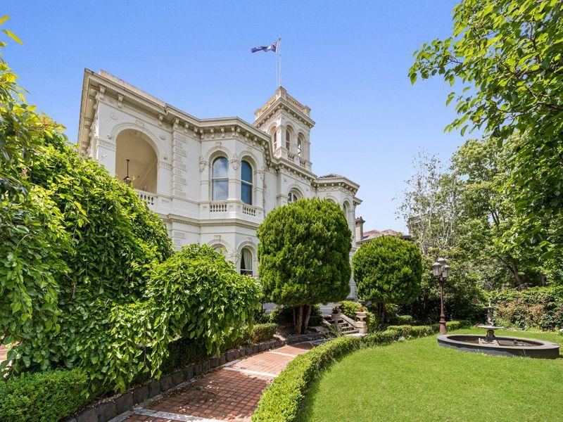 Особняк с винным погребом и феноменальными видами: 6 роскошных вариантов аренды дома мечты