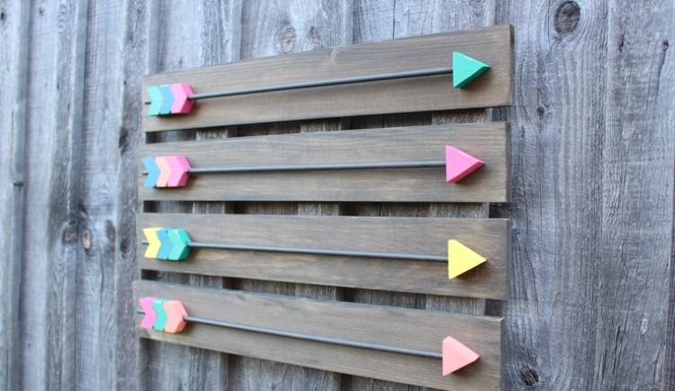 Интересный вариант декора: делаем композицию в виде деревянных стрелочек