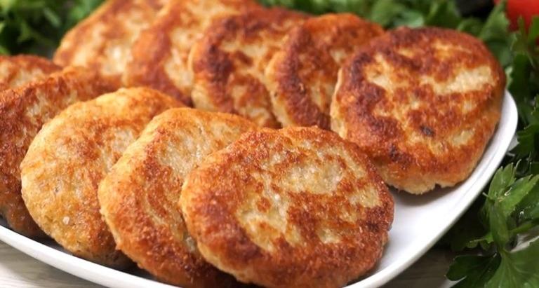 Шарлотка, колбаски и другие блюда из квашеной капусты: рецепты