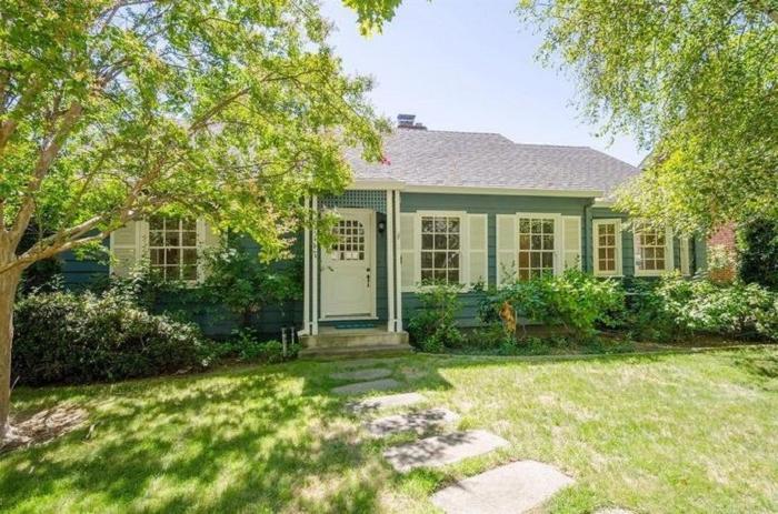 Пара купила старый 80 летний дом. Через 8 месяцев, преобразив его до неузнаваемости, они продают его в 1,5 раза дороже