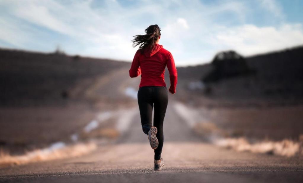Стоит ли бегать по утрам - девушка провела эксперимент и бегала по 30 минут каждый день на протяжении месяца