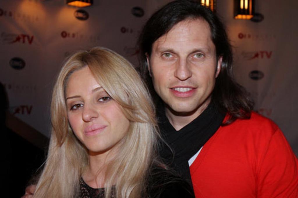 Сейчас Александр Ревва и его жена выглядят роскошно, но какими они были без денег? Старых фото семьи артиста уже давно никто не помнит