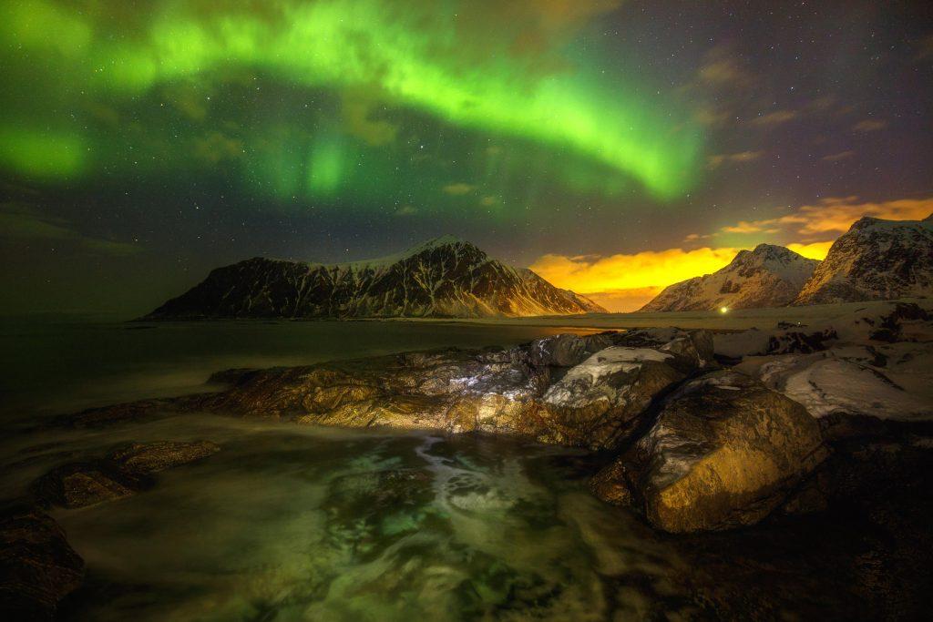 Русский фотограф Андрей Базанов сделал замечательные снимки полярного свечения: небо над Лофотенскими островами