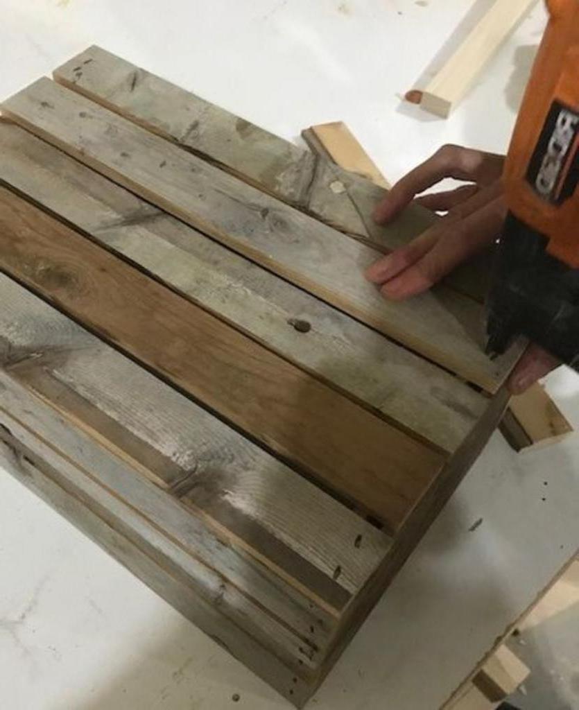 Как самостоятельно смастерить функциональный ящик из старых досок: пошаговая инструкция
