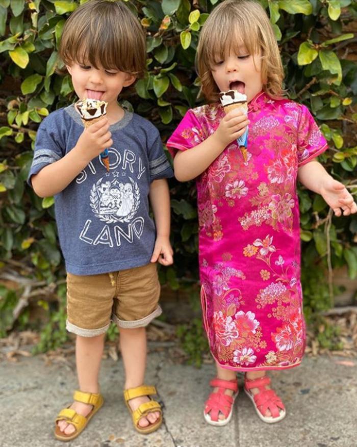 Спорное решение: отец сознательно периодически разлучает близнецов, чтобы сформировать индивидуальные личности