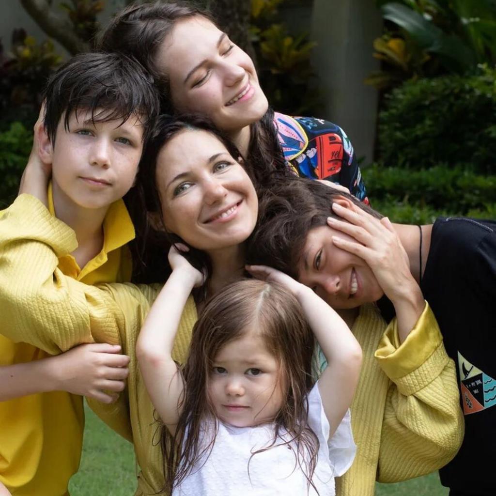 Актриса Екатерина Климова выложила в «Инстаграм» трогательные фото со всеми своими детьми