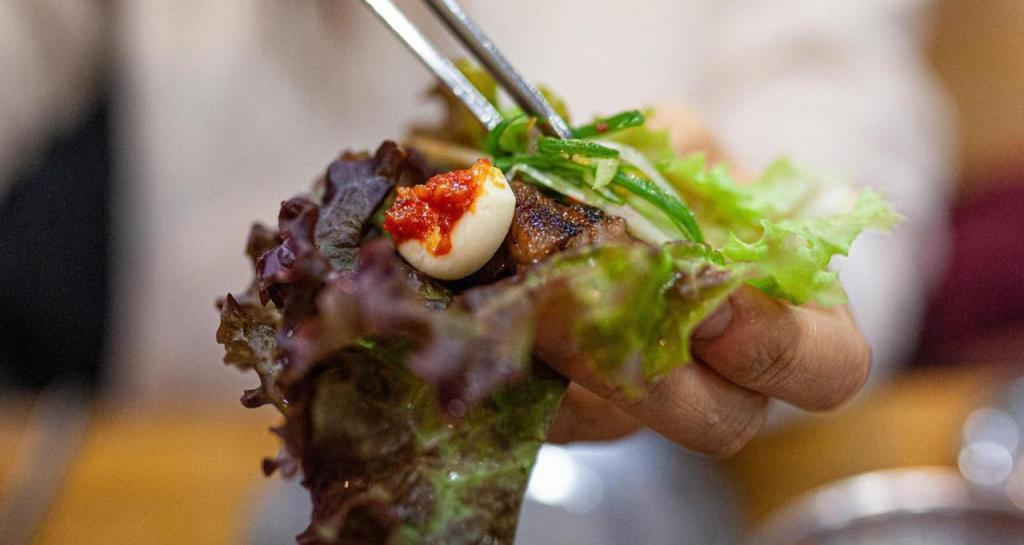 Искусство приготовления шашлыка набирает популярность в Корее: гальби - фирменное блюдо местных поваров