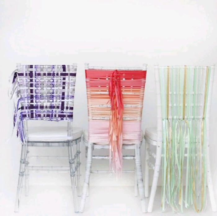 Украшаем стулья к свадьбе: кроме атласных лент ничего не понадобится
