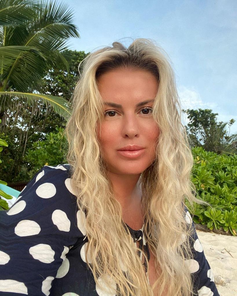 Анна Семенович решила не использовать на отдыхе косметику и не надевать каблуки