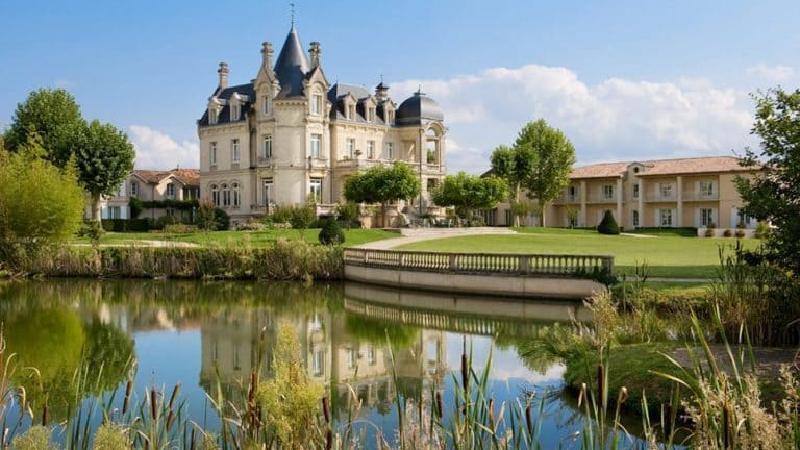 Отель в виде роскошного замка: Château Grand Barrail перенесет вас в прошлое