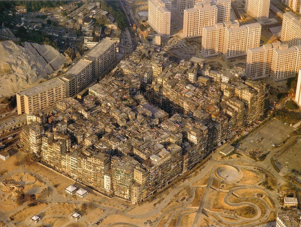 33 000 жителей и один почтальон: история крепости Коулун - самого странного жилого комплекса на Земле
