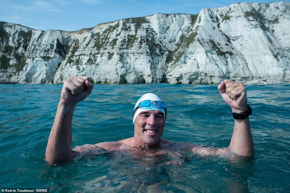 50-летний британец тренировался 33 года, чтобы первым в мире проплыть под антарктическим ледяным покровом