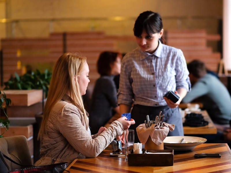 Вас не будут обслуживать за 10 минут до закрытия: сотрудники рассказали, чего не нужно делать в ресторане