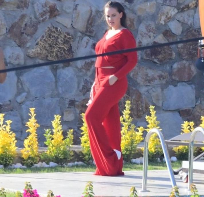 Секрет диеты Фахрие Эвджен: Фериде из сериала «Королек – птичка певчая» доказала всем, что может сбросить 12 кг после родов