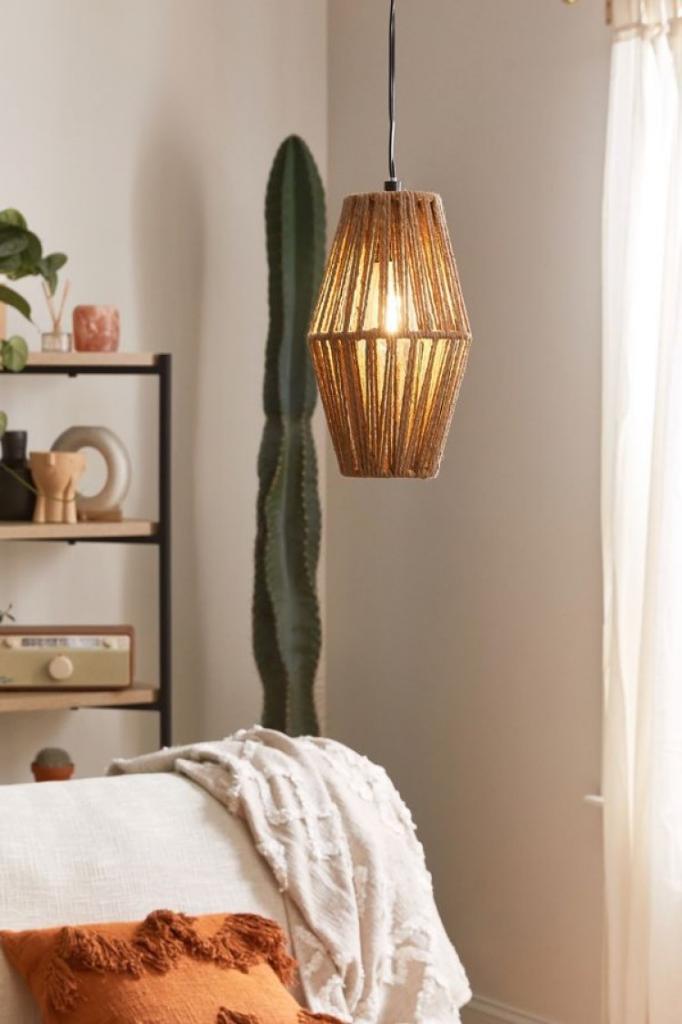 Кисточки, бамбук и ротанг: 10 идей освещения в стиле бохо, которые согреют ваш дом