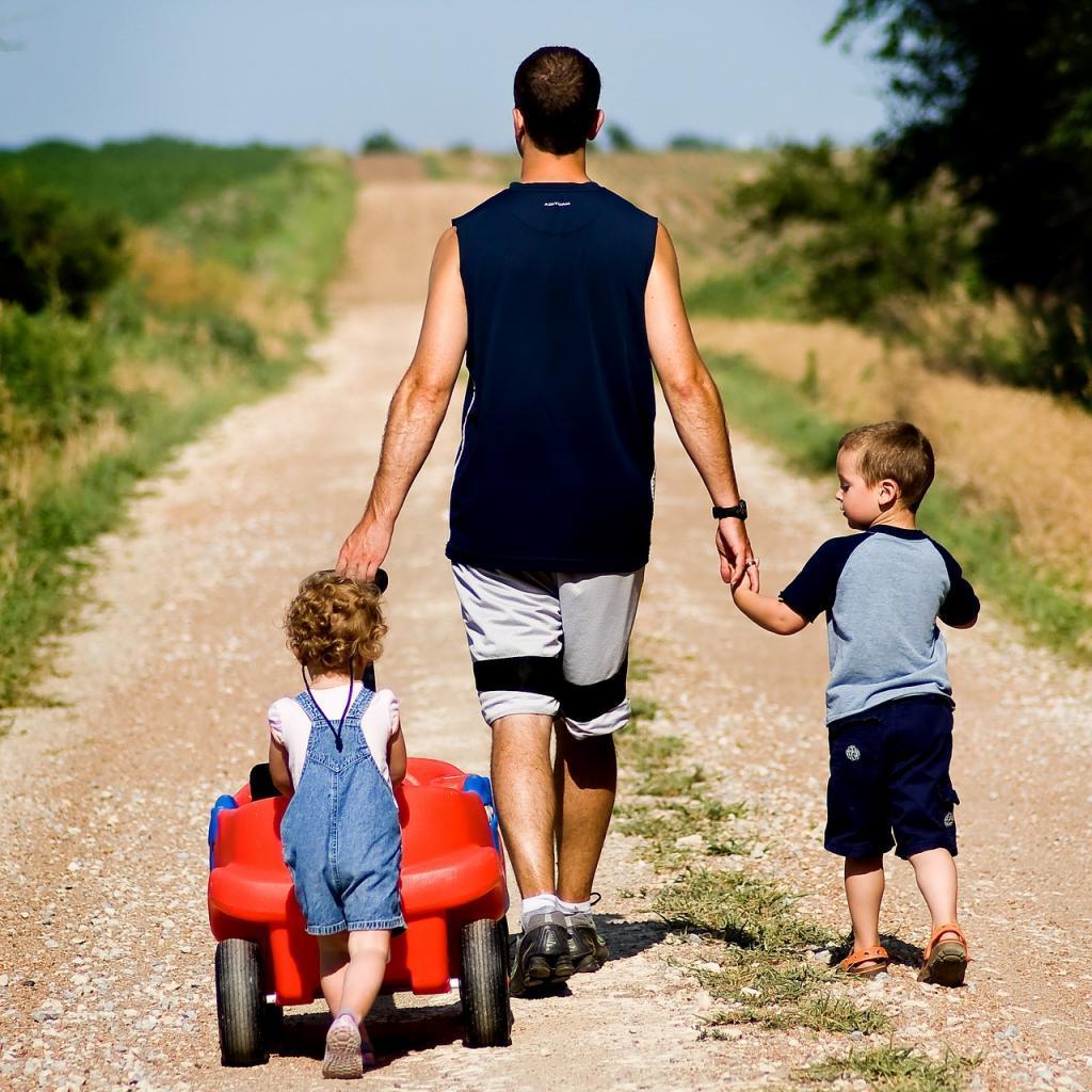 Настоящий отец не тот, кто оплачивает счета и покупает дорогие игрушки, а тот, кто знает, что семья превыше всего