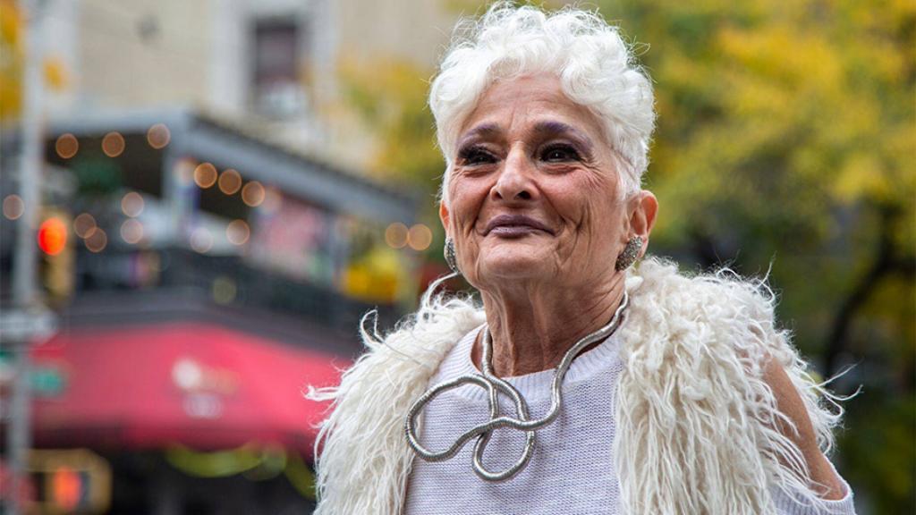 Знаменитая в  Тиндере  83 летняя бабушка объяснила, почему удалила приложение для знакомств