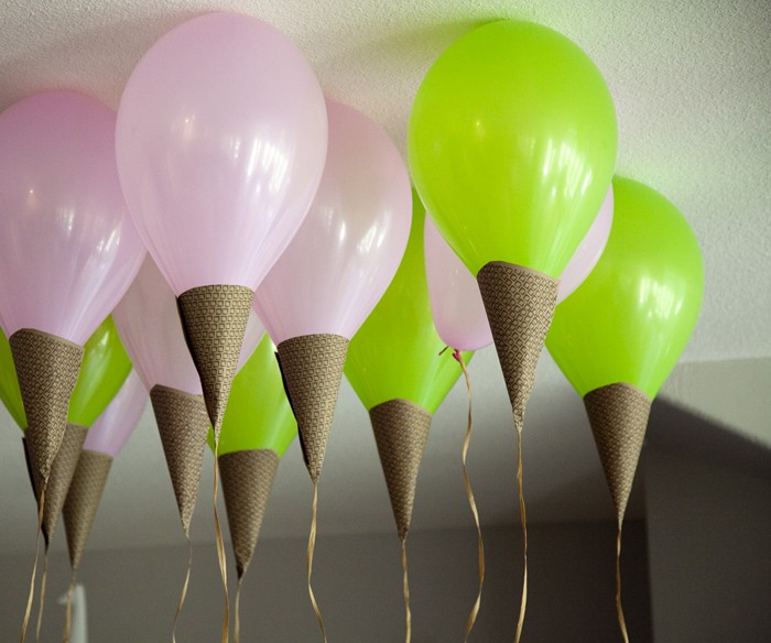 Как оформить надувные шары в виде большого декоративного мороженого: отличная идея для праздников