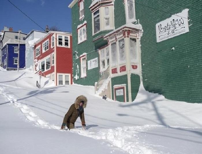 Снежные бури в Канаде не заставили никого унывать: люди начали утро с игр: