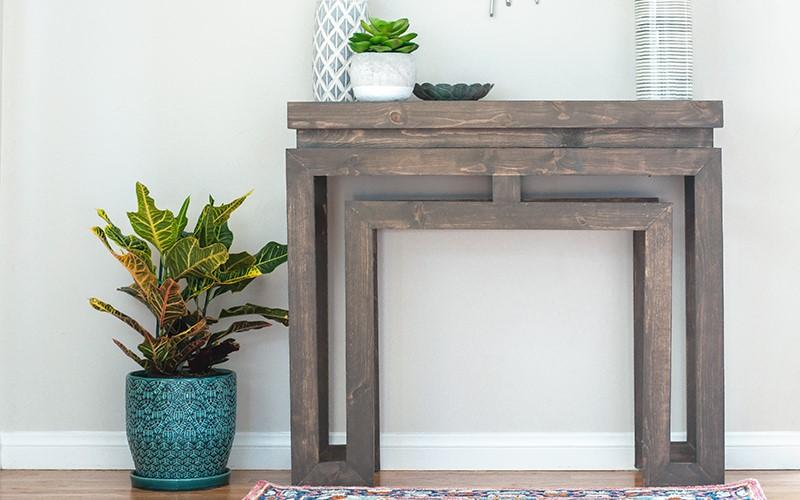 Прекрасная альтернатива камину: как сделать красивый консольный столик в гостиную