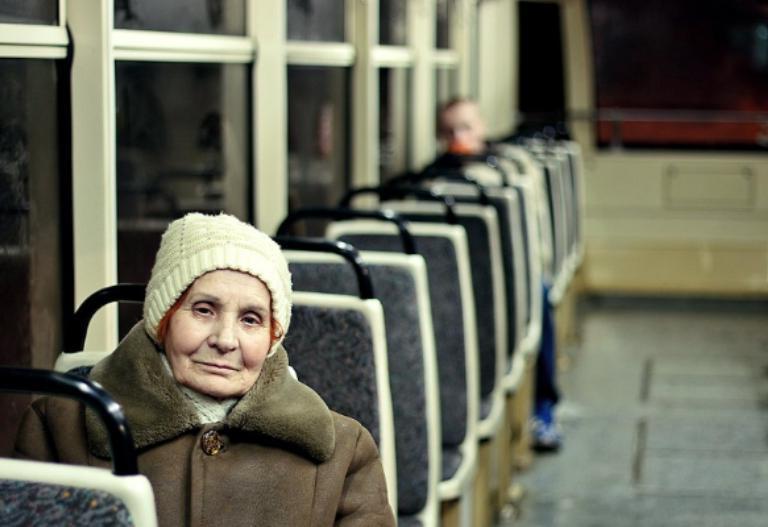 Ребенок плакал в автобусе, и женщина сделала замечание маме. Реакция водителя удивила пассажиров