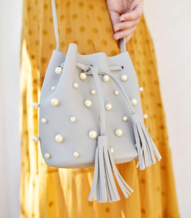 Украсила свою сумочку жемчугом. Получилась стильная вещица, которую легко сделать самой