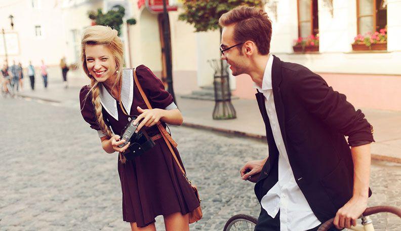 Вы идете в кафе с тем, кто втайне в вас влюблен, и вам это известно: какое поведение можно считать изменой партнеру