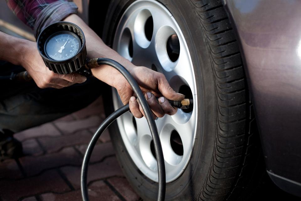 Пренебрежение давлением в шинах: 5 ошибок за рулем, которые делают даже опытные водители